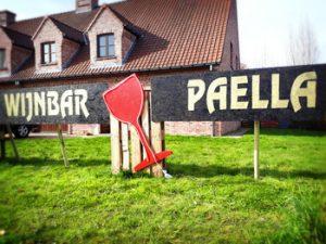 Wijnbar Wetteren is in een gewoon huis, kom binnen en proef de exclusieve degustatiewijnen en authentieke paella