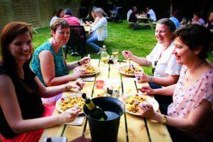 gezellig tafelen bij wijnbar le gout soiree